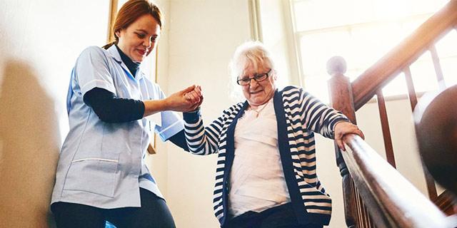حرکت دادن پرستار سالمند منزل