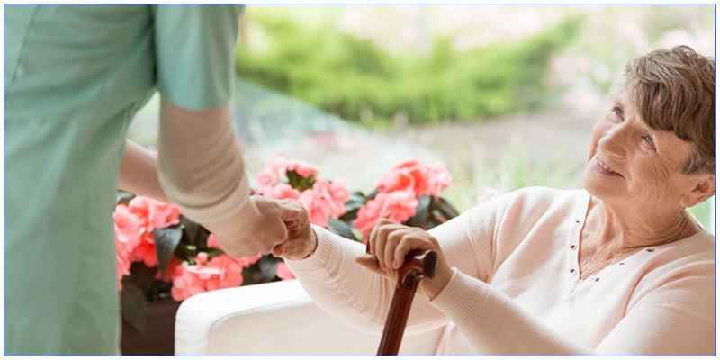 اعزام پرستار سالمند برای نگهداری سالمندان شما