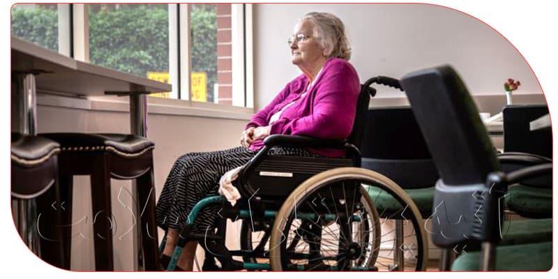 خدمات نگهداری از سالمند شیفت شب