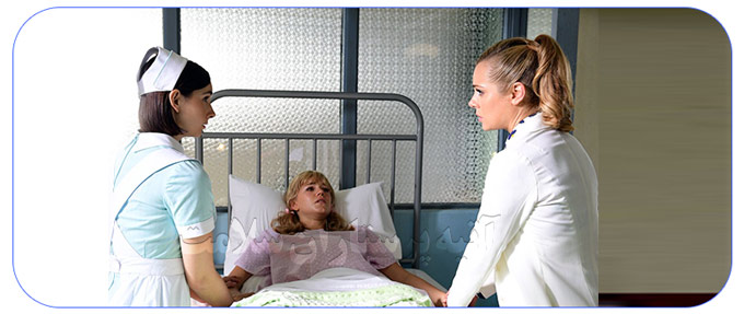 پرستار مریض در بیمارستان