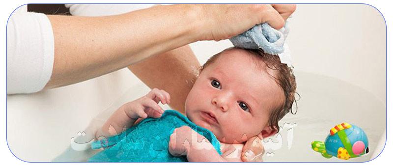 حمام کردن نوزاد یک ماهه در منزل