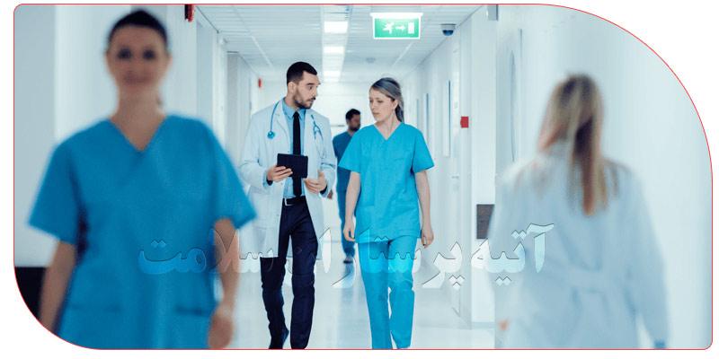 مراقب بیمار در بیمارستان