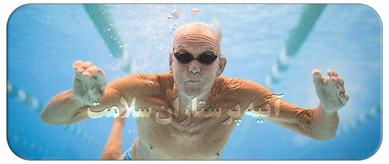 شنا کردن سالمندان در آب