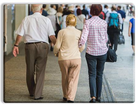 پرستار سالمند همراه در سفر