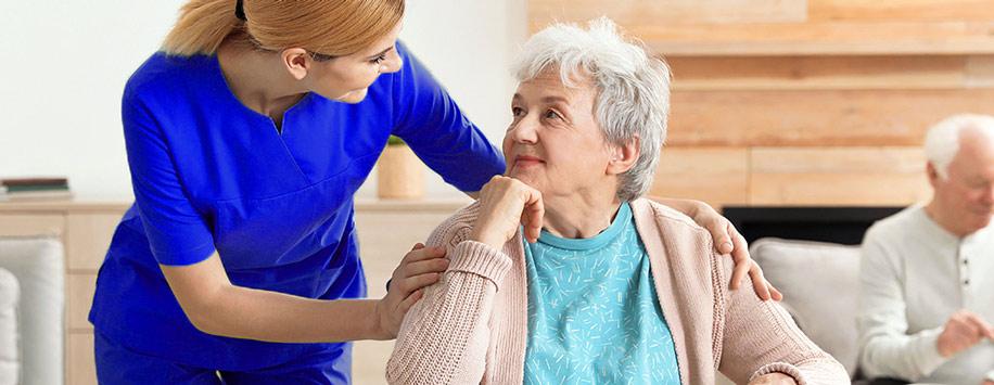 استخدام پرستار در خانه برای نگهداری و مراقبت