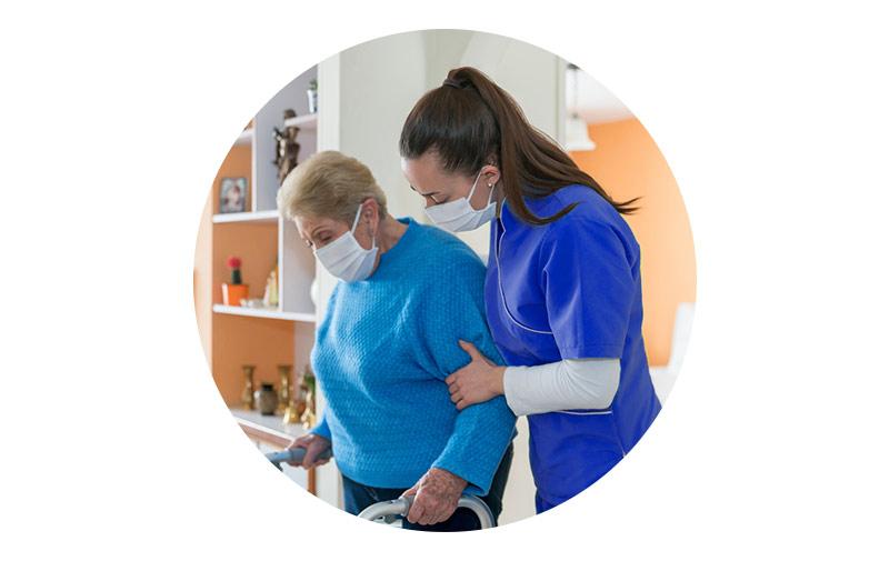 خدمات مراقبتی و پرستاری به بیماران در منزل