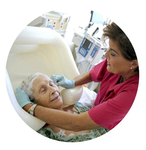 خدمات همراه بیمار سالمند در بیمارستان آتیه