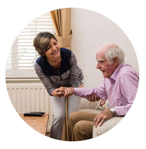 شرایط افراد برای استخدام مراقب و پرستار سالمند در منزل آتیه