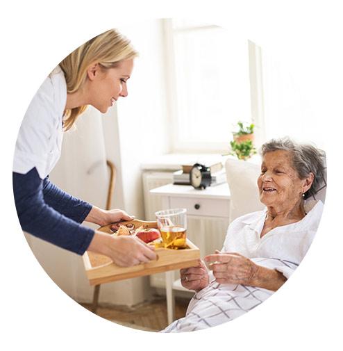 مزیت داشتن پرستار سالمند در منزل آتیه سلامت